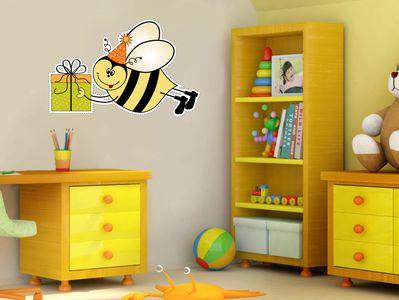 пчела с подарком 50х75см